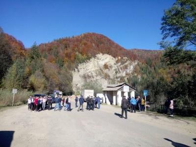 До Путили знову в об'їзд: четвертий день перекривають дорогу на Прикарпатті