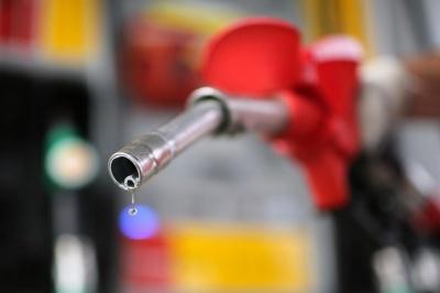 На українських АЗС знизилися ціни на бензин