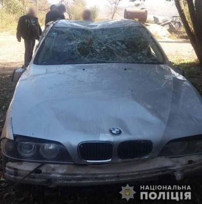 У Чернівецькій області під час руху перекинувся BMW