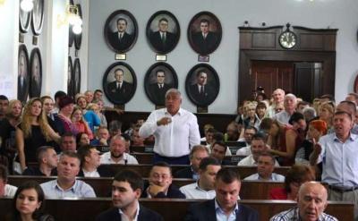 Більшість читачів МБ підтримує відставку Чернівецької міськради