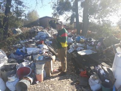 На трасі Чернівці–Хотин виявили масштабне стихійне сміттєзвалище - відео
