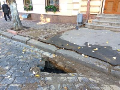У центрі Чернівців сьогодні не буде води через пошкодження труби