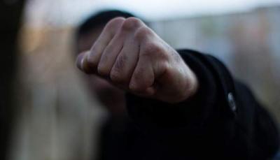 Покалічив тіло і вирвав волосся: на Буковині син до смерті побив матір