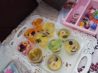У Чернівцях учні однієї зі шкіл влаштували благодійний розпродаж, щоб допомогти онкохворим буковинцям - фото