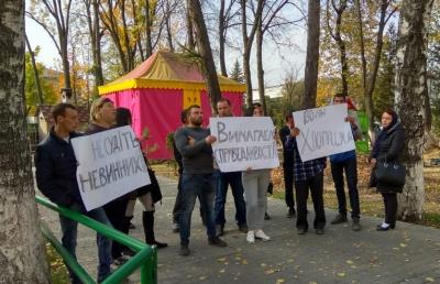 «В залі суду стали підозрюваними»: на Буковині пікетувальники розповіли деталі арешту хлопців