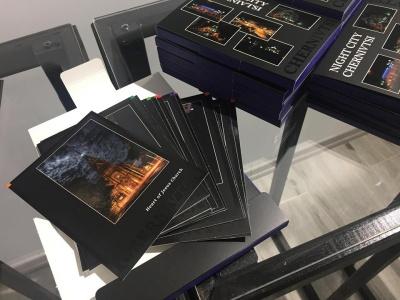 У Чернівцях презентували поштові листівки з виглядом нічного міста