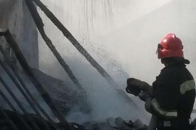 На Буковині горів піднавіс: вогонь знищив 10 тонн сіна