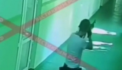 РосЗМІ показали відео з камер спостереження під час стрілянини у Керчі