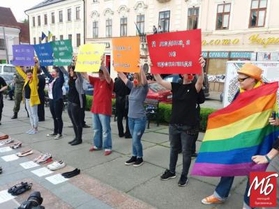 Заборона заходів ЛГБТ у Чернівцях: міськраду закликали скасувати скандальне рішення