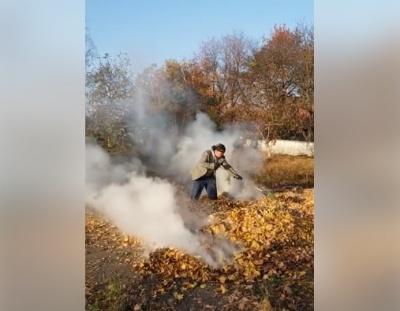 Працівника будівельного ліцею в Чернівцях оштрафували за спалювання листя