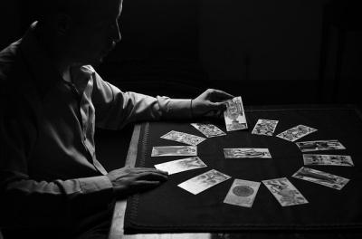 Психолог пояснив, як потрібно ставитися до астрології і пророцтв