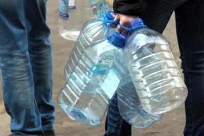 Чернівці без води: адреси, куди підвозять питну воду автоцистернами