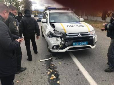 На Буковині службове авто поліції врізалось у позашляховик на «євробляхах» - фото