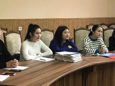 До Чернівців прибули студенти з Китаю - їх вже навчають української