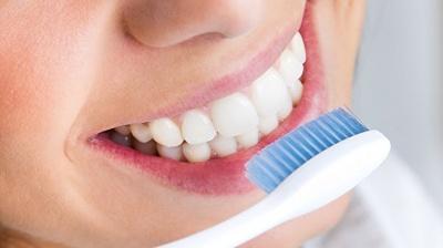 Як прибрати зубний наліт вдома: корисний лайфхак