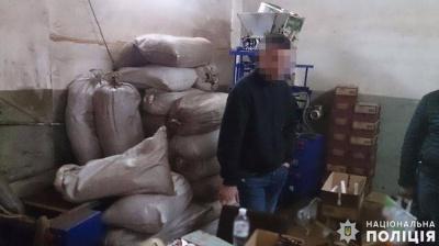 У Чернівцях виявили підпільний завод і три цехи, де підробляли каву відомих брендів - фото