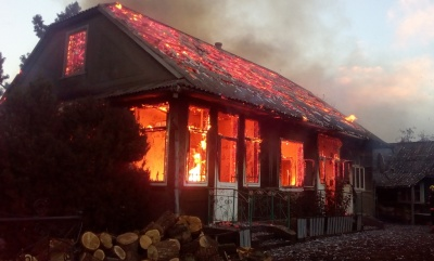 Хотів обігріти: в селі на Буковині загорівся будинок через пічку