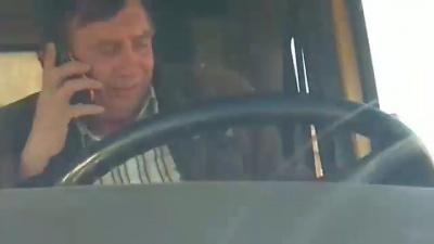 У Чернівцях депутат зняв на відео, як відомий активіст вивозить вантажівкою гравій