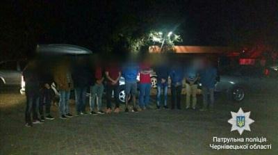 На Буковині поліція виявила 12 нелегалів - фото
