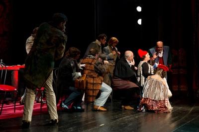 «Золоті оплески Буковини»: актори зі Львова подарували чернівчанам постановку «Ревізора» - фото