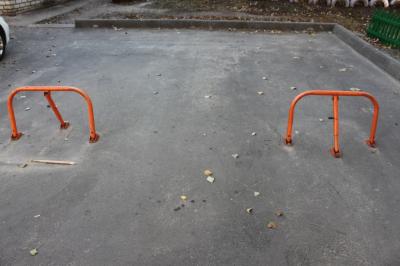 У Чернівцях міськраду просять заборонити самовільне захоплення паркомісць у дворах
