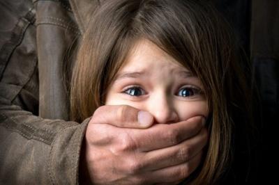 На Київщині схопили педофіла, що розбещував 10-річну дівчинку на очах її 6-річної подруги