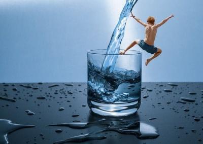Скільки насправді потрібно пити води