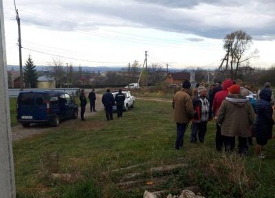На Буковині мешканці виступили проти будівництва мобільної вишки біля житлових будинків - фото