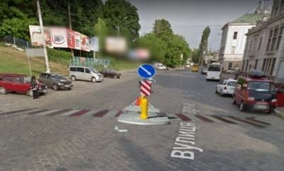 У Чернівцях біля залізничного вокзалу хочуть облаштувати «зебру» з острівцем безпеки