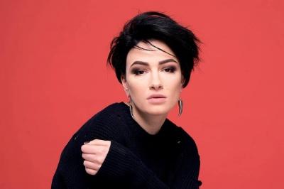 Співачка Анастасія Приходько заявила, що йде у політику в команді Тимошенко