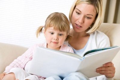 Як правильно читати дітям казки: пояснює психолог