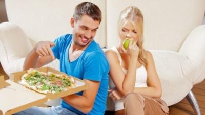 Що категорично не можна їсти перед сном: перелік
