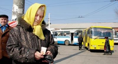 «Водій ногу зламав»: у Чернівцях замість двох «пільгових» автобусів три місяці курсував лише один