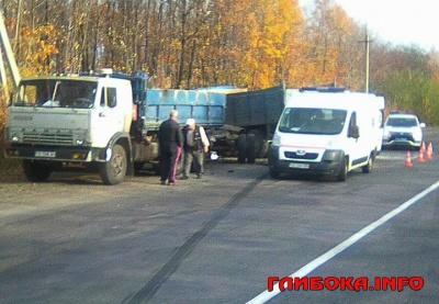 На Буковині зіткнулися дві вантажівки: одну людину госпіталізували - фото