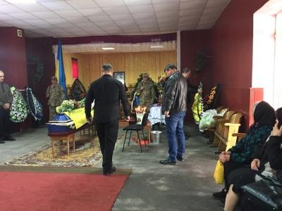 На Буковині односельчани прощалися із загиблим бійцем Дмитром Дарієм - фото