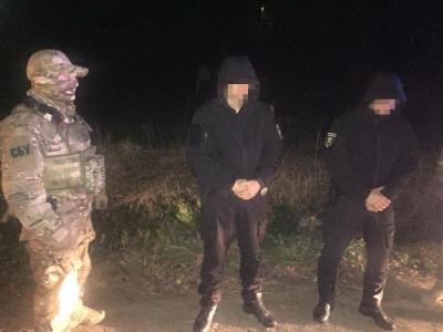 На Буковині СБУ затримала двох поліцейських на хабарі $600 - фото