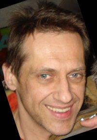 У Чернівцях після важкої хвороби помер артист філармонії Юрій Холоменюк