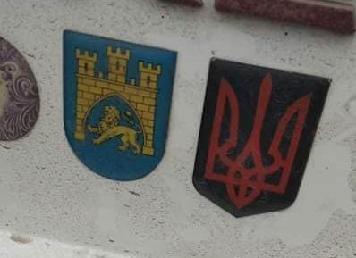 У Польщі порушили справу через наклейку з тризубом на авто українця