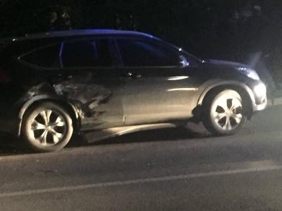 У Чернівцях п'яний водій врізався у припарковану автівку - фото