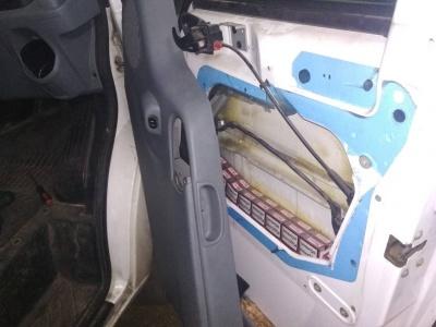 На Буковині у громадянина Румунії вилучили мікроавтобус через приховані сигарети