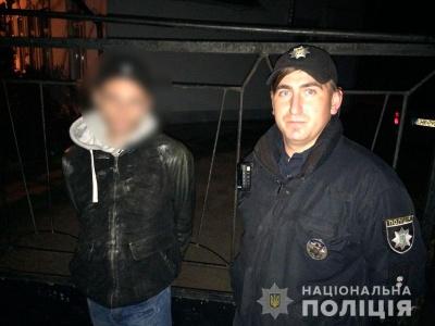 У Чернівцях жінку обікрали у маршрутці: поліція затримала злодія