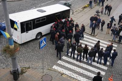 Поліція затримала групу осіб, яка зустрічала Тимошенко з плакатами про Румунію