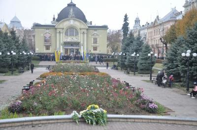 Урочиста хода та спільний молебень: у Чернівцях відзначають 100-річчя Буковинського Віче - фото