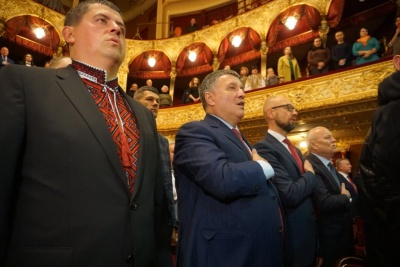 До Чернівців приїхали Яценюк та Аваков