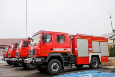 Потужні водяні насоси і підгрів води: на Буковині пожежники отримали нові автомобілі