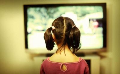 На Харківщині на 3-річну дитину впав телевізор, дівчинка у важкому стані