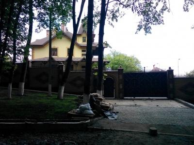 Журналісти знайшли розкішну резиденцію митрополита Онуфрія в Чернівцях – відео