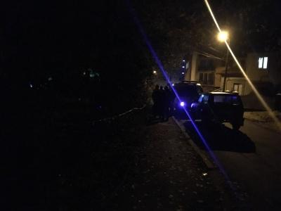 «Було чути хлопок»: поліція перевіряє інформацію про нічний вибух у спальному районі Чернівців