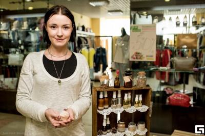 «Хімією з магазину дитину не мию»: чернівчанка варить мило і створює косметику з екопродуктів