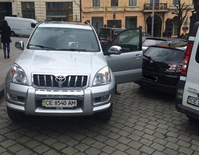 Роздача авто за гроші чернівчан: Продану - Toyota Prado, Бабюк - Mitsubishi